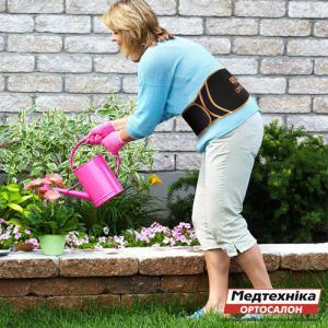 Почему болит спина после огорода? | Поясничный бандаж для работы в саду и на даче