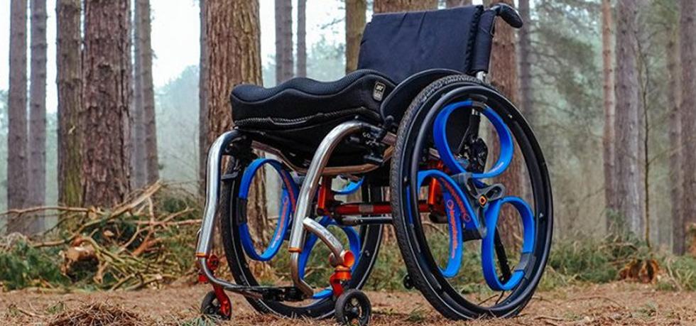Колеса в инвалидной коляске